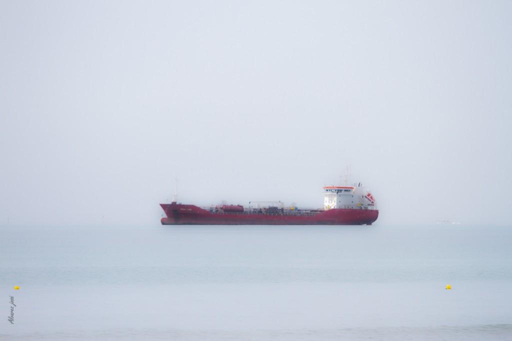 Quand le ciel et la mer ne font qu'un, les bateaux semblent en suspension !!!